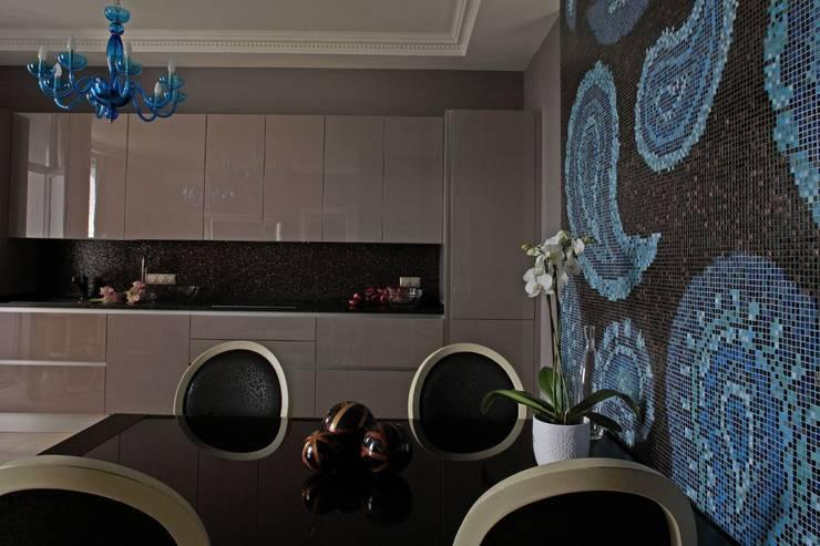 Над Москвой: Кухни в . Автор – Atelier Interior