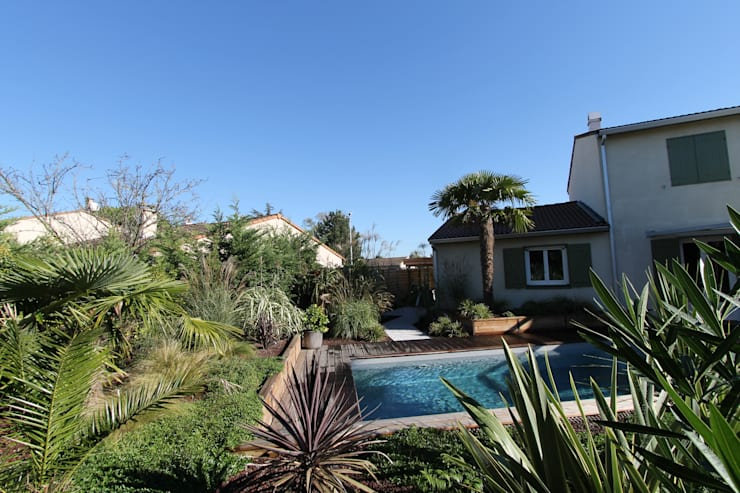 Création d'un jardin avec piscine: Piscines  de style  par bureau d'etudes jardins KAEL