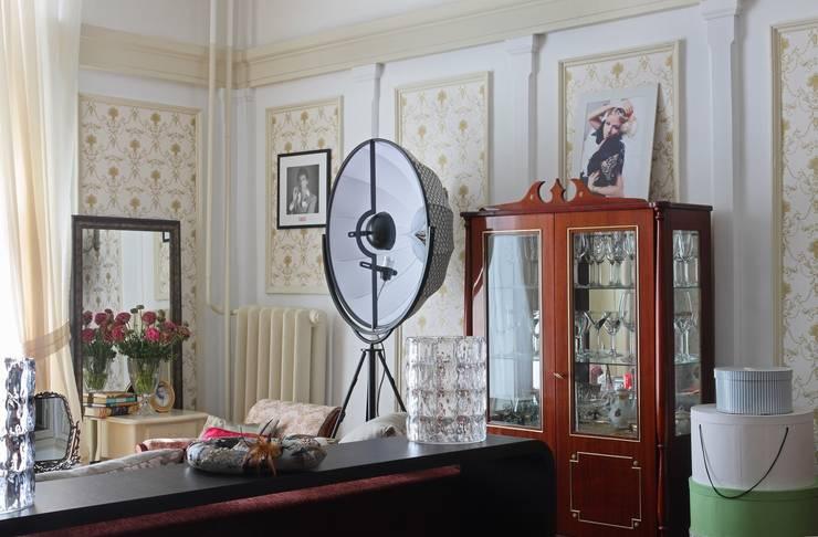 Квартира для it-girl: Гостиная в . Автор – Atelier Interior