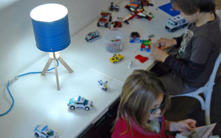 Margherita blu: Stanza dei bambini in stile  di Izmade,