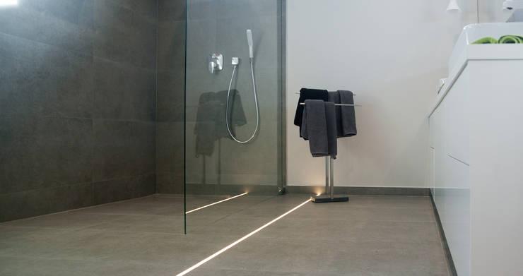 Salle de bains de style  par Ewa Weber - Pracownia Projektowa, Classique