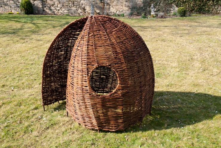 Weideniglu klein auf einem Stahlgestell geflochten - Dekra geprüft:  Garten von Weidenzauber