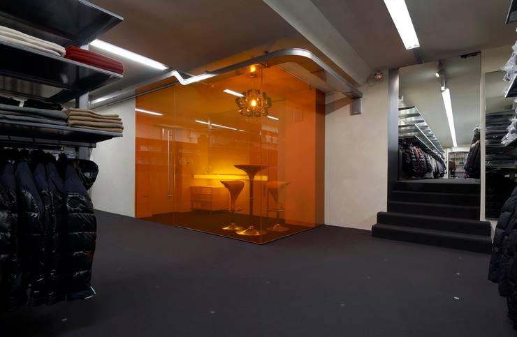 Negozi: Franz Kraler Dobbiaco:  in stile  di Studio Marastoni, Moderno