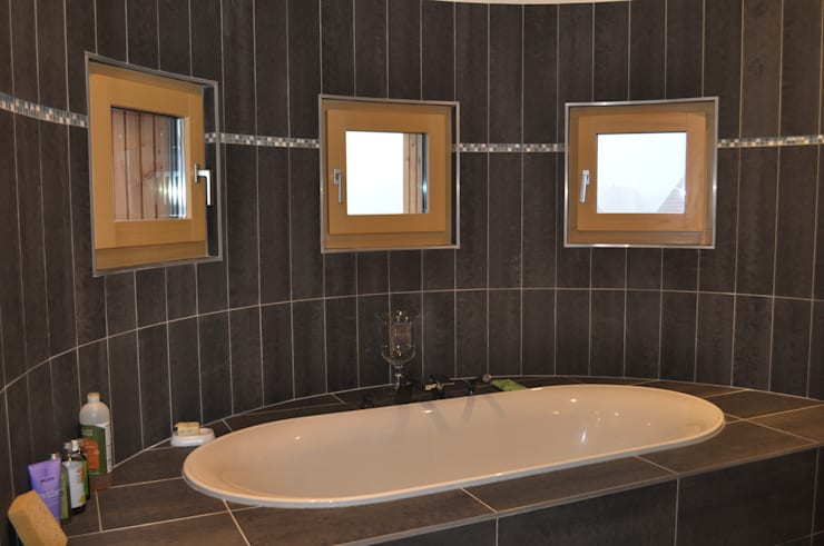 BIOVILLA K: Salle de bain de style  par BIOVILLA