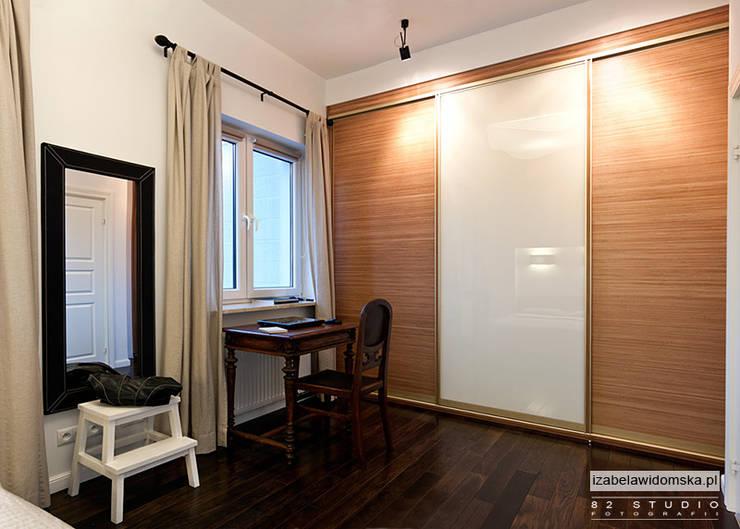 Minimalistyczna sypialnia: styl , w kategorii Sypialnia zaprojektowany przez Izabela Widomska Interiors,