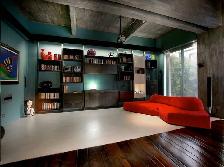 MG2 architetture - Interior - Loft: Soggiorno in stile in stile Industriale di mg2 architetture