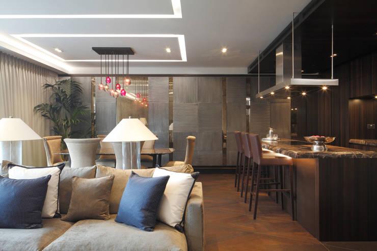 غرفة المعيشة تنفيذ Alguacil & Perkoff Ltd.