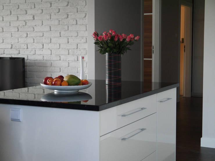 ห้องครัว โดย Izabela Widomska Interiors,