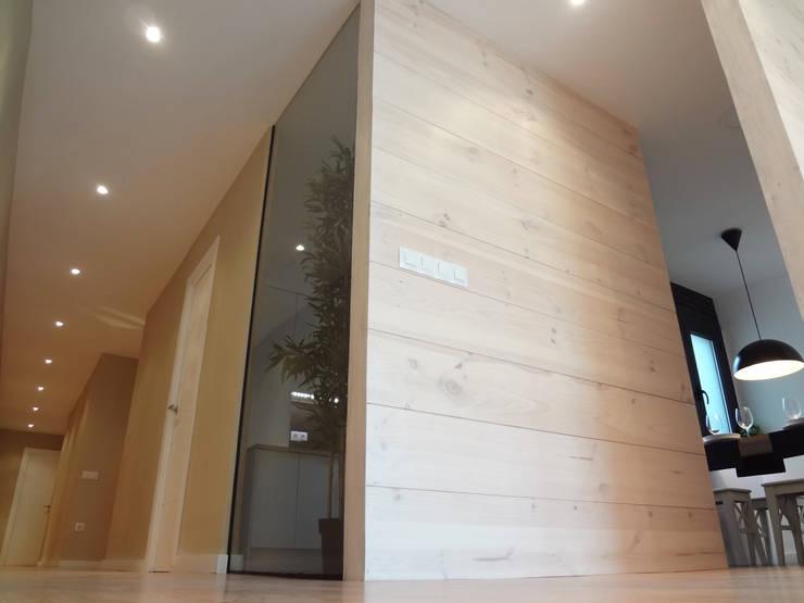 Tabiques madera pino y cristal: Comedores de estilo  de davidMUSER building & design