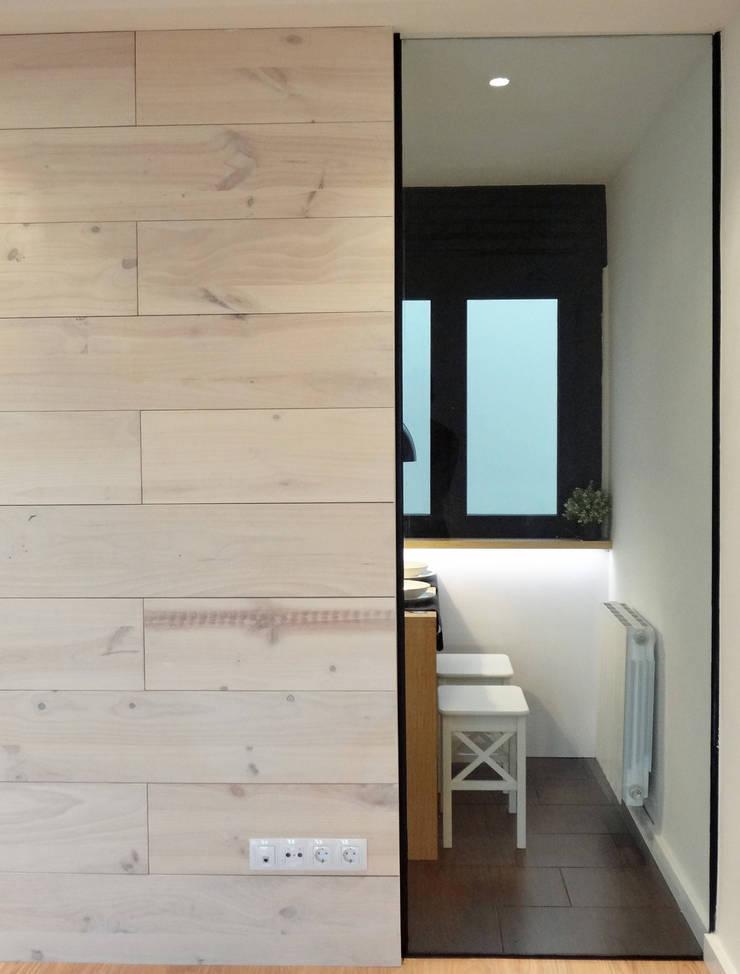 Tabique madera pino y cristal: Comedores de estilo  de davidMUSER building & design