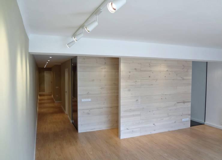 Salas de estilo moderno por davidMUSER building & design