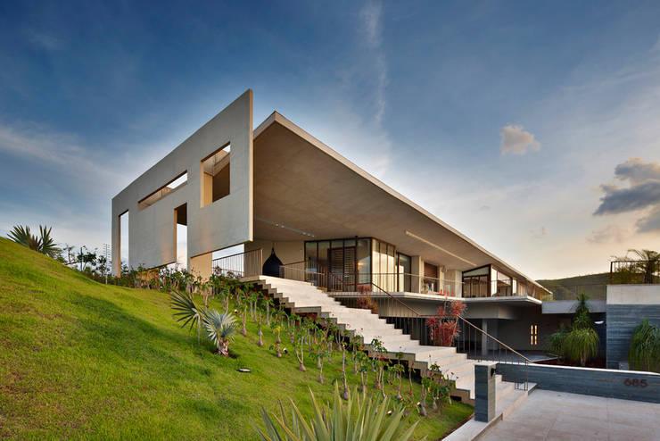 Modern home by Humberto Hermeto Modern