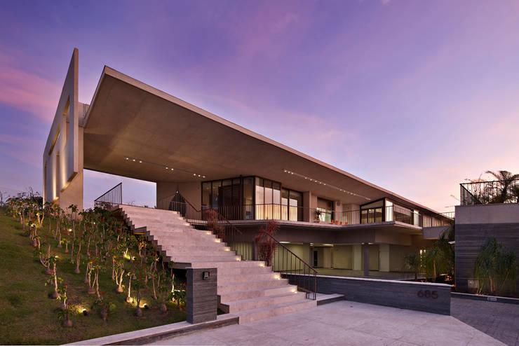 Casa JE: Casas  por Humberto Hermeto