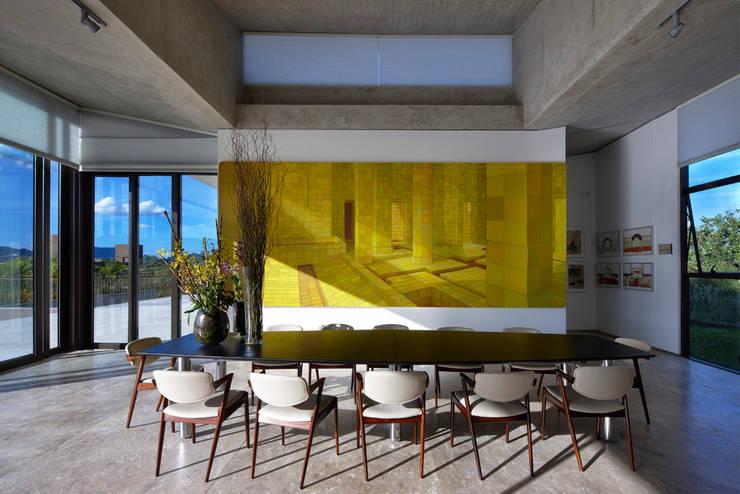 Casa JE: Salas de jantar modernas por Humberto Hermeto