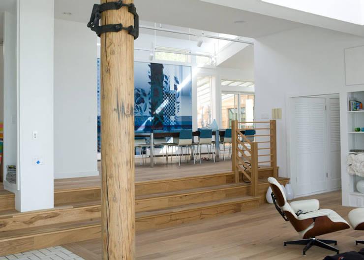 beach house, Provincetown MA:  Muren & vloeren door Workingbert