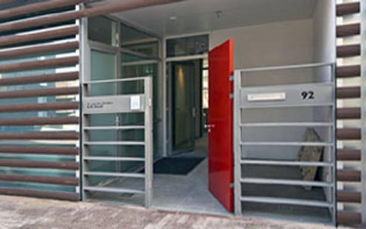 Herenhuis IJburg Steigereiland, ingangszone:  Gang en hal door Florian Eckardt - architectinamsterdam