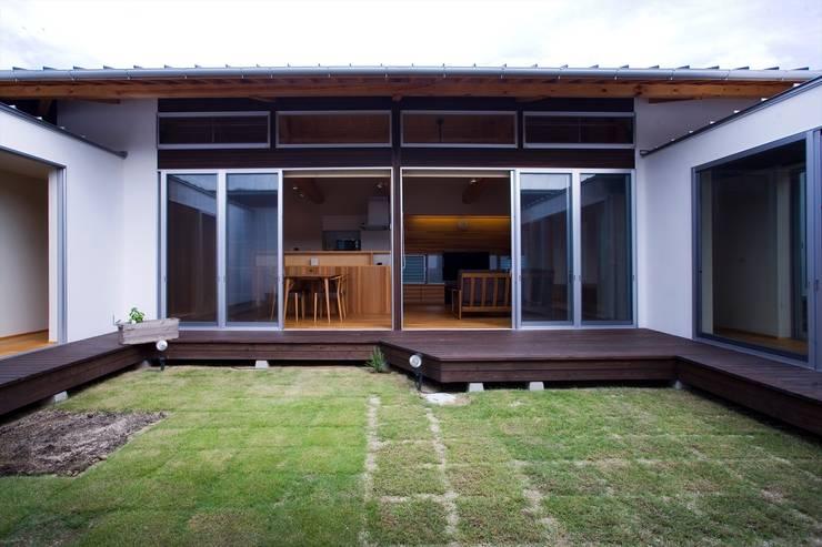 Garden by Y.Architectural Design, Modern