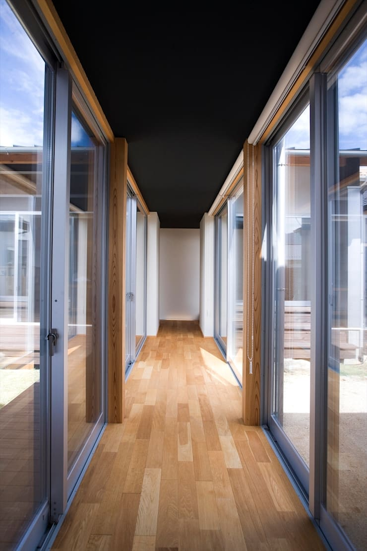 trough: Y.Architectural Designが手掛けた廊下 & 玄関です。