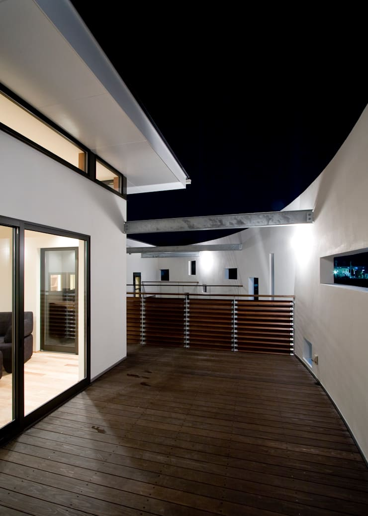 Terrace by Y.Architectural Design, Modern