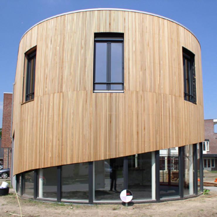 woning Teteringen, gebogen lastengevel:  Huizen door Florian Eckardt - architectinamsterdam