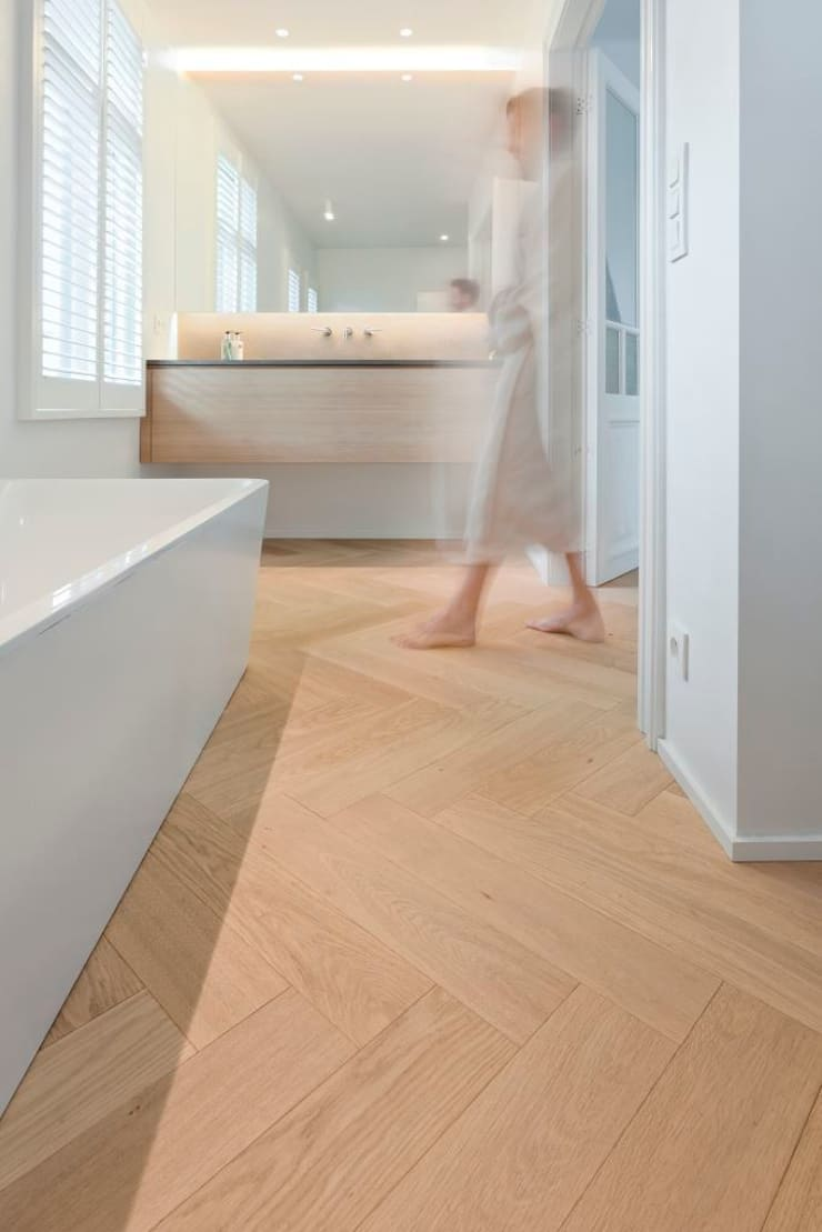 Visgraat in de badkamer:  Badkamer door Nobel flooring