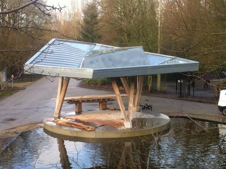 Stadshoutpaviljoen Amstelpark, vogelvlucht:  Exhibitieruimten door Florian Eckardt - architectinamsterdam