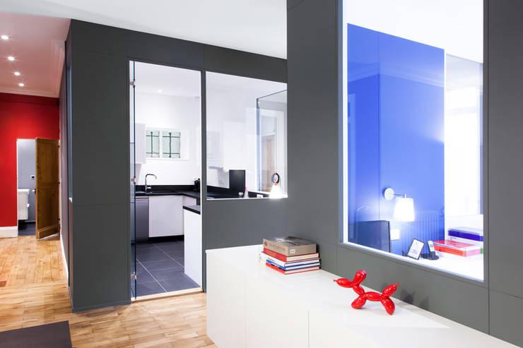 Appartement Lyon 03: Salle à manger de style  par Tymeno