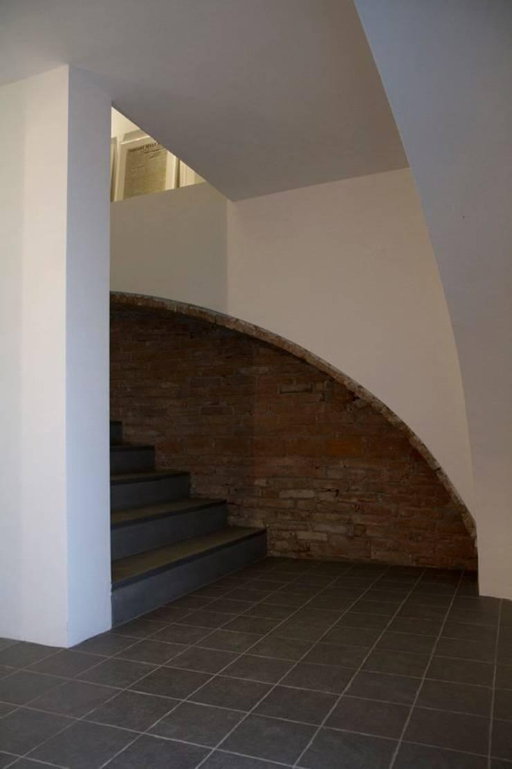 Progetto Filanda – Novi Ligure: Ingresso & Corridoio in stile  di Fersini Marco - Pavimenti e Rivestimenti interni ed esterni, Moderno