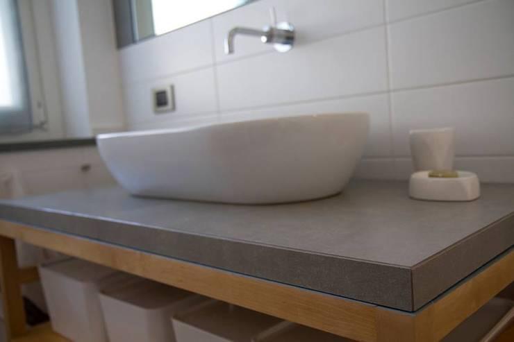 Progetto Filanda – Novi Ligure: Bagno in stile  di Fersini Marco - Pavimenti e Rivestimenti interni ed esterni, Moderno