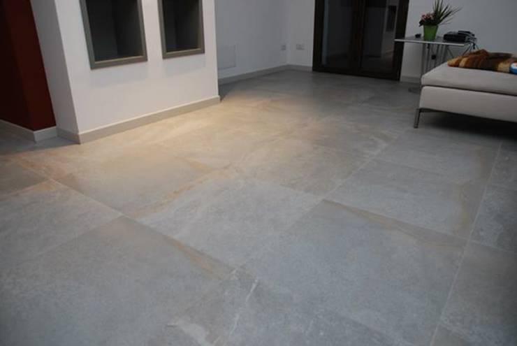 Appartamento - RSM: Soggiorno in stile  di Fersini Marco - Pavimenti e Rivestimenti interni ed esterni, Moderno