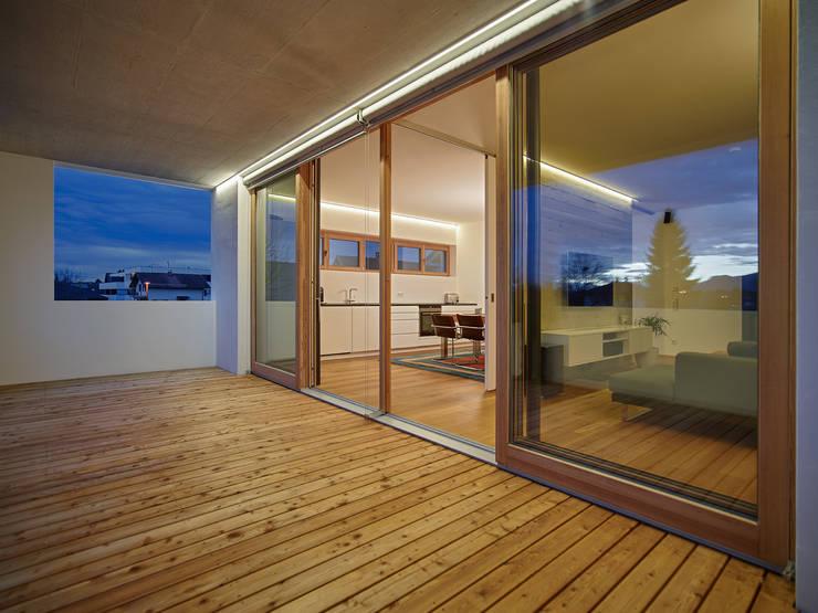 Haus R:  Terrasse von raupach architekten