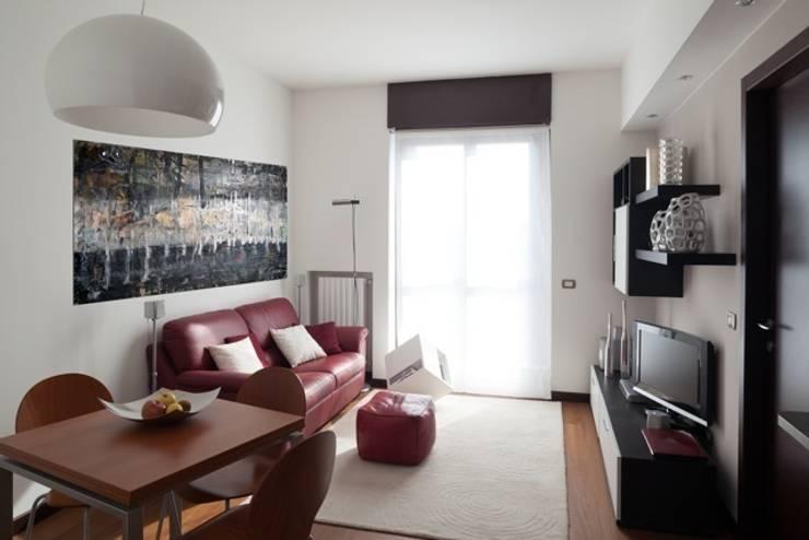 Salas de estilo  por gk architetti  (Carlo Andrea Gorelli+Keiko Kondo)