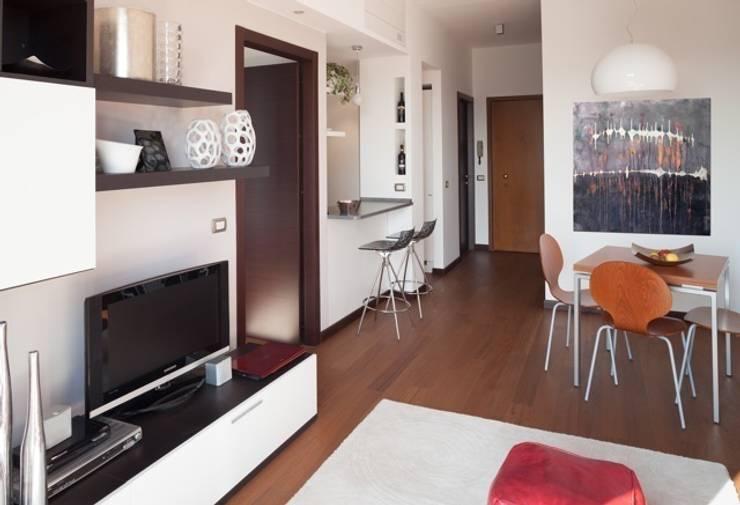 Ruang Keluarga by gk architetti  (Carlo Andrea Gorelli+Keiko Kondo)
