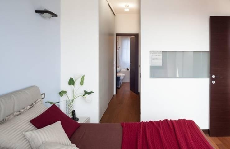 Recámaras de estilo  por gk architetti  (Carlo Andrea Gorelli+Keiko Kondo)