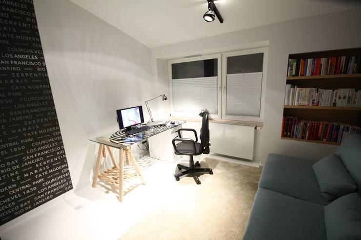 Pokój do pracy- realizacja: styl , w kategorii Domowe biuro i gabinet zaprojektowany przez Orange Studio