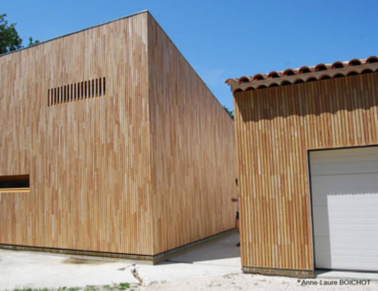 CELONY  AIX-EN-PROVENCE: Terrasse de style  par Anne-Laure BOICHOT Architecte BOIS