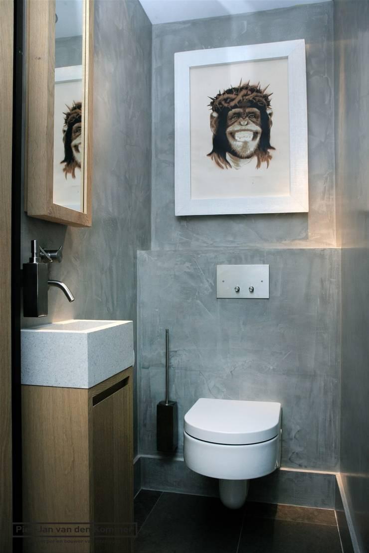 Toilet Loft:  Badkamer door Piet-Jan van den Kommer,
