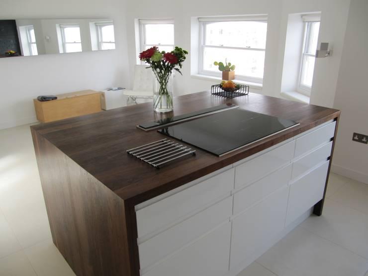 Kitchen Island unit:  Kitchen by Mohsin Cooper Architects