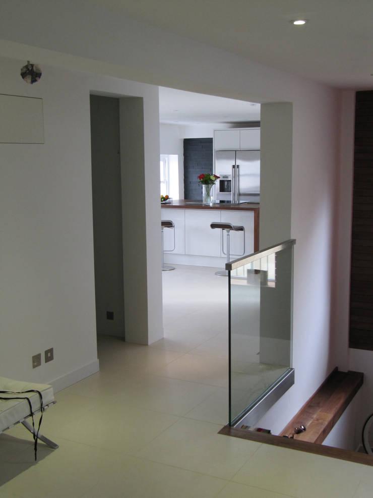 Medina Terrace, Hove:  Corridor & hallway by Mohsin Cooper Architects