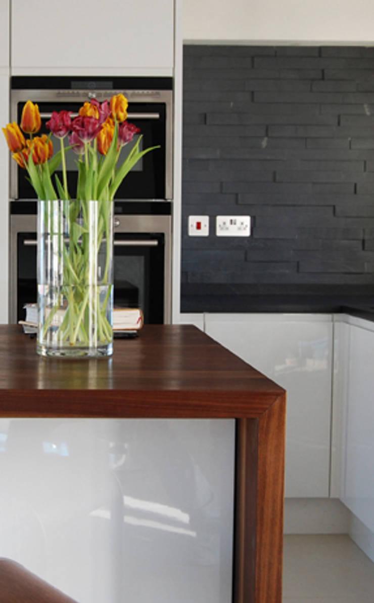 Medina Terrace, Hove:  Kitchen by Mohsin Cooper Architects