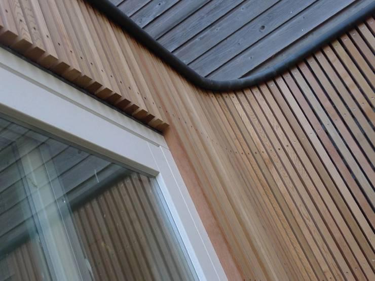 aanbouw van Ostadestraat, gebogen houten gevel:  Huizen door Florian Eckardt - architectinamsterdam