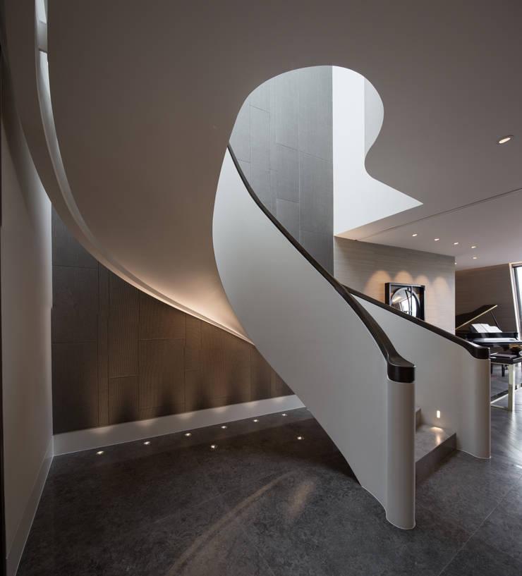 Trafalgar One, Canadian Pacific Building, London:  Corridor, hallway & stairs by moreno:masey