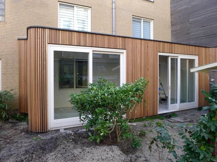 aanbouw van Ostadestraat, tuinzijde:  Huizen door Florian Eckardt - architectinamsterdam