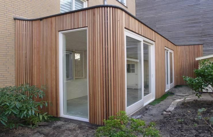 aanbouw van Ostadestraat,  impressie vanuit tuin:  Huizen door Florian Eckardt - architectinamsterdam