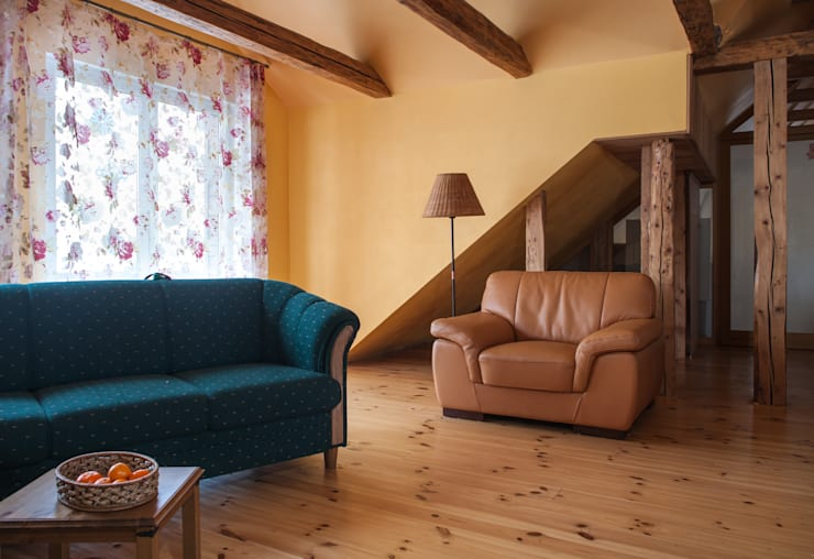 Country house:  Living room by Lujansphotography