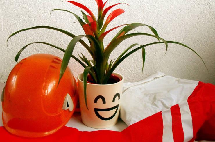 Letizia l'ottimista_carattere: Casa in stile  di RECOVER®,