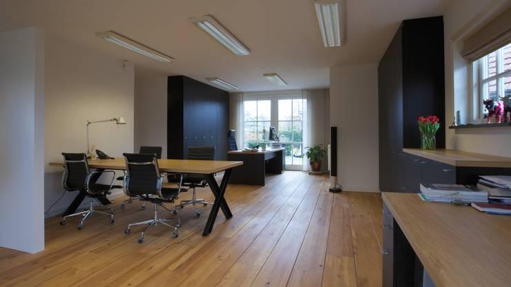 Werkkamer:  Studeerkamer/kantoor door Antonisseninterieurbouw