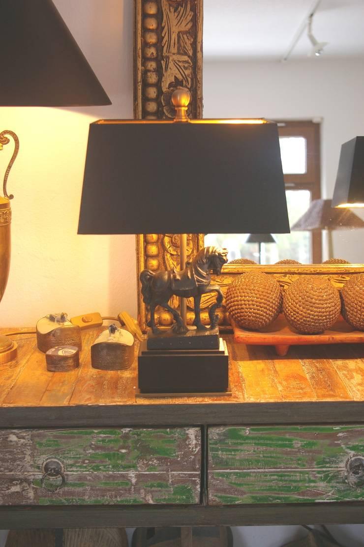 Bronze Pferde  Leuchten:  Wohnzimmer von LaProDi - Atelier Winter