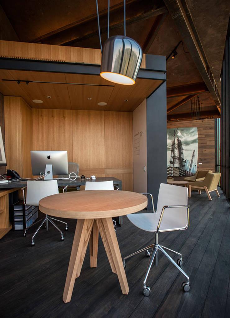 Dirección: Oficinas y tiendas de estilo  por Cm2 Management