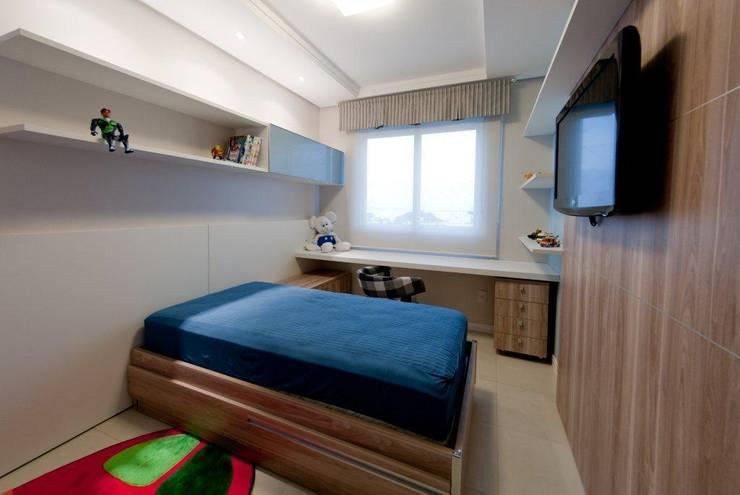 Projeto arquitetônico de interiores para residência unifamiliar. – (Fotos: Lio Simas): Quartos  por ArchDesign STUDIO